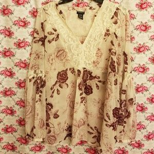 TORRID CREAM AND BURGUNDY FLORAL LACE TOP